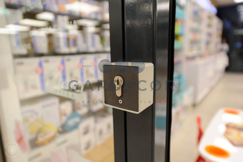 Personalizare sticla securizata cu incuietoare si cheie
