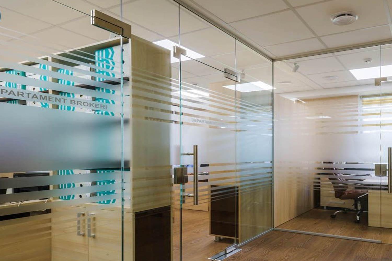 Compartimentări clădiri de  birouri,  companii cu  spații de  birouri
