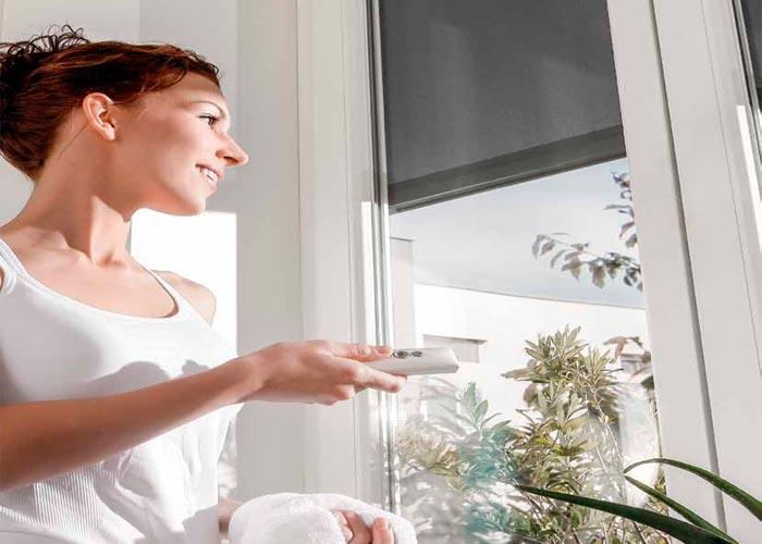rulouri umbrire terasa care functioneaza electric sau cu senzori